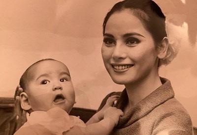 デヴィ夫人と娘のカリナさん