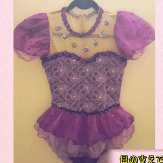 紫色のドレスの写真