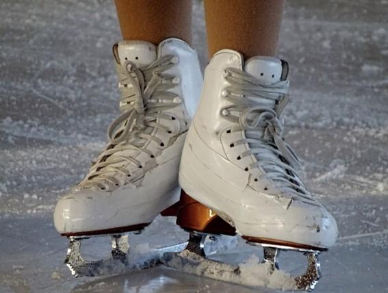 白いスケート靴の写真